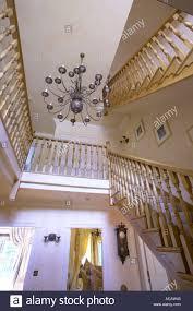 Treppe Im Flur Großes Modernes Haus Mit Kronleuchter