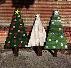 outdoor pallet christmas tree. bold painted christmas trees with vertical and horizontal boards outdoor pallet tree s