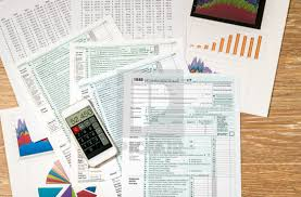 Tax Print 21 Useful Charts From Above View Of 2017 Irs Form 1040 On Wooden Desk