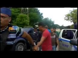 Resultado de imagen para fotos de policiass apresando a jovenes en navarrete