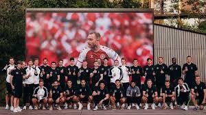 Check spelling or type a new query. Dfb Team Grusst Christian Eriksen Nach Dessen Zusammenbruch Im Spiel Danemark Gegen Finnland Eurosport