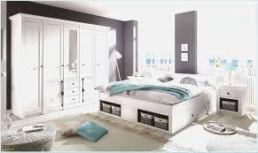 Graues Schlafzimmer Graues Schlafzimmer Mit Gepolsterten Hockern