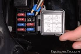 fuses and relays cyclepedia suzuki sv650 online service manual Horn Wiring Harness Location Sv650 remove the fuse box lid and replace the blown fuses as necessary Engine Wiring Harness