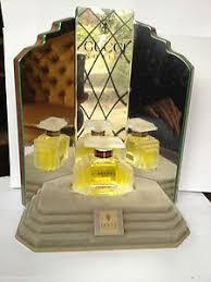 Acrylic Perfume Display Stand Chanel No 100 Retail Merchandising Display Perfume Bottle Set In 52