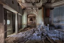 Author Seeks Out Creepy Abandoned Homes For Inspiration Look