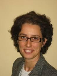 Ana Ramos Entrevistamos a Ana Ramos Gallarín, directora de AFI, Escuela de Finanzas Aplicadas. P: Suponga que busco trabajo. ¿Un posgrado es un extra para ... - Ana-Ramos-225x300