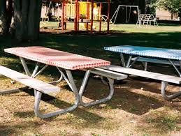 picnic table plastic elastic covers stay on the table even in srong wind