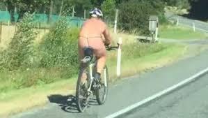 Resultado de imagem para famosas que mostram cueca de bike