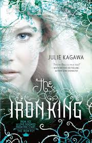 julie kagawa theironking 514x800 three book cover design layouts that work for any genre bd24be2e64571a053693918100326c89