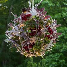 Chicken Wire Christmas Lights Heres How To Make Christmas Light Balls For Yard Simplemost