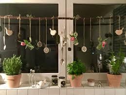 Fensterdeko Küche Mit Mooskugeln Holzvögel Tulpen In Mini