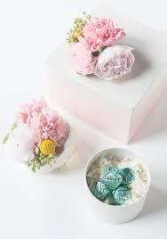 diy fresh flower gift boxes sugarandcloth com