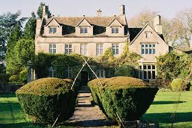 i m thrilled to wele barnsley house hotel to coco wedding venues the venue directory of choice for the discerning bride groom