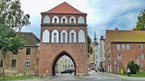 It provides 2,400 students with ideal conditions for successful studies. Stralsund Rundgang Durch Die Altstadt Ndr De Ratgeber Reise Vorpommern
