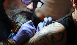 Bolí To Porazit Tetování Na Klíční Kosti Bolest Skvrny Pro Tetování