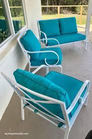 easily spray paint patio cushions