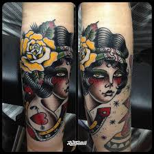 фото татуировки девушкаgirl в стиле олд скул татуировки на