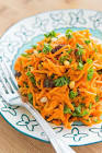 carrot raisin salad with lemon dressing