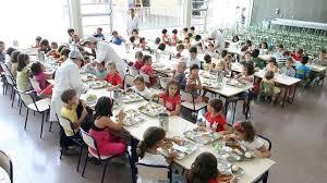 Resultado de imagen de familias españolas en comedores sociales
