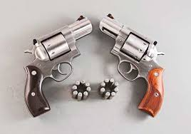 using 8 round moon clips the round ruger 357 redhawk can come with hardwood stocks varying in color