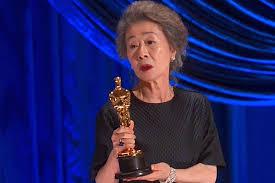 Dân Hàn khóc, vỡ òa vì 'chiến thắng đỉnh cao' của Youn Yuh Jung tại Oscar -  VietNamNet