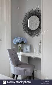 Die Innenansicht Von Einem Modernen Schlafzimmer Stuhl Und