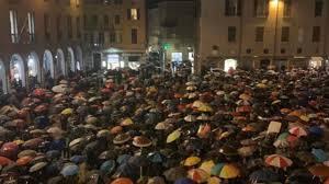 Migliaia di Sardine a Modena intonano Bella Ciao: il video è ...
