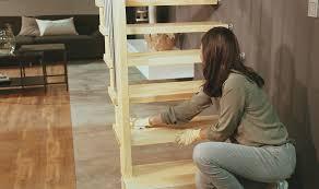 Es handelt sich hier um einen barfuß und auf strümpfen angenehm zu begehenden plegeleichten streifen, und nicht um die bekannten gewerblichen sandpapier ähnlichen streifen. Gefahrenquelle Treppe Anti Rutsch Beschichtung Fur Stufen Aus Holz Horrydoo