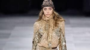 Новая коллекция <b>Celine</b>: джинсовые кюлоты, объемные шубы и ...