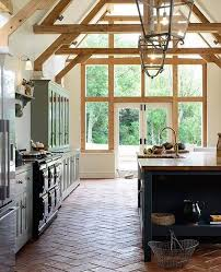 Such a pretty kitchen!! -- huge lighting sales happening today ...