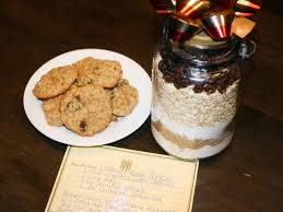 instead of passing out cookies this year try gifting a diy cookie kit pre measured dry ings plus a few extras make baking a batch of oatmeal