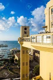Elevador Lacerda Aufzug Ist Eine Der Berühmtesten Sehenswürdigkeiten In  Salvador De Bahia Brasilien Lizenzfreie Fotos, Bilder Und Stock Fotografie.  Image 70840667.