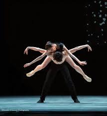 A dança do ventre é um movimento expressivo e complexo, centrado no meio do corpo ou no tronco. Pin De Robert Cooper Em During Performance Dance Aesthetic Danca Musica