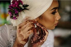 ditch the hair dye and switch to henna