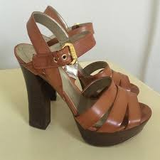 guess strappy wooden chunky heel sandal