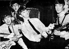 Resultado de imagen para beatles singing in the cavern
