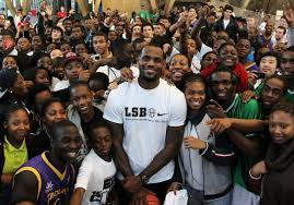 lebron kids. lebron james announced last thursday that his foundation is collaborating with the university of akron to sponsor over a thousand scholarships for kids i