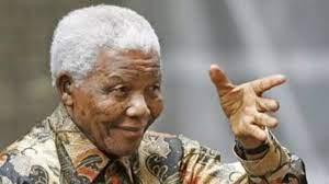 نيلسون مانديلا يغادر المستشفى ويعود إلى منزله
