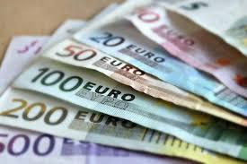 Cum cât e salariul minim în România? 3000 de euro! | DCNews