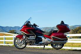 Si te gusta subir las melodías, honda te escucha. 2021 Honda Gold Wing Tour Dct First Ride Review Autobala