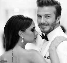 ديفيد بيكهام وزوجته فيكتوريا في عشاء رومانسي مع الإلتزام بالكمامة - ليالينا