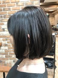 髪が跳ねないぐらいの長さにしつつ顔周りは長さが残るように前下がり