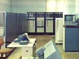 Реферат по информатике История развития вычислительной техники  В этот период существенно расширились области применения ЭВМ Стали создаваться базы данных первые системы искусственного интеллекта