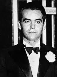 ... quien había ordenado al ex diputado de la CEDA Ramón Ruiz Alonso la detención del poeta. bosas de sangre. Las últimas investigaciones, como la de Manuel ... - 2A7