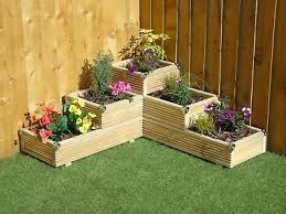 large 3 tiered corner garden level