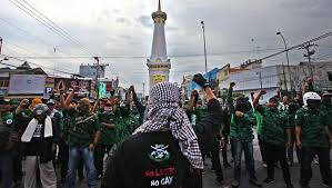 release gay men at risk of torture human rights watch a picture of an anti lgbt demonstration