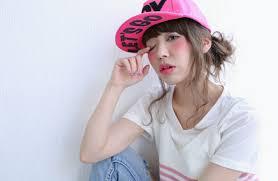 帽子をかぶってもおしゃれヘアはキープキャップに似合うヘアアレンジは