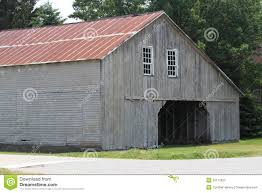 weathered grey amish barn with red metal roof amish roofing t13