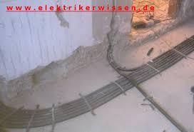 Die fußbodenheizung ist eine flächenheizung, die räume mittels im fußboden verlegter rohre beheizt. Elektroinstallation Auf Dem Rohfussboden Elektrikerwissen De