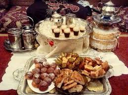 من الممكن تقديم الشاي بالعديد من الطرق للضيوف، حيث إنّه قد يكون باردأ أو ساخناً، مع إرفاق المكسرات والبسكويت والبتيفور المشكل، وفيما يأتي بعض الطرق والوصفات المميّزة للشاي: Welcome To Morocco مرحب ا بكم في المغرب Steemit